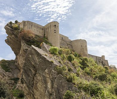 Malowniczo położony zamek można wynająć w zaskakująco niskiej cenie