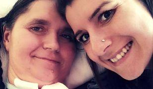 Ma 30 lat, od roku prawie nie wychodzi z domu. Wzruszające wyznanie córki opiekującej się chorą matką