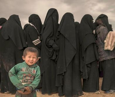 Syryjki uciekają z dziećmi przed islamistami
