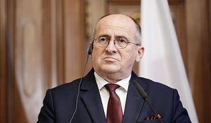 Zbigniew Rau przebywa na kwarantannie. Minister apeluje