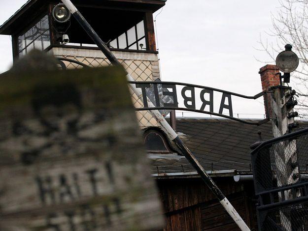 Brama dawnego hitlerowskiego obozu KL Auschwitz-Birkenau