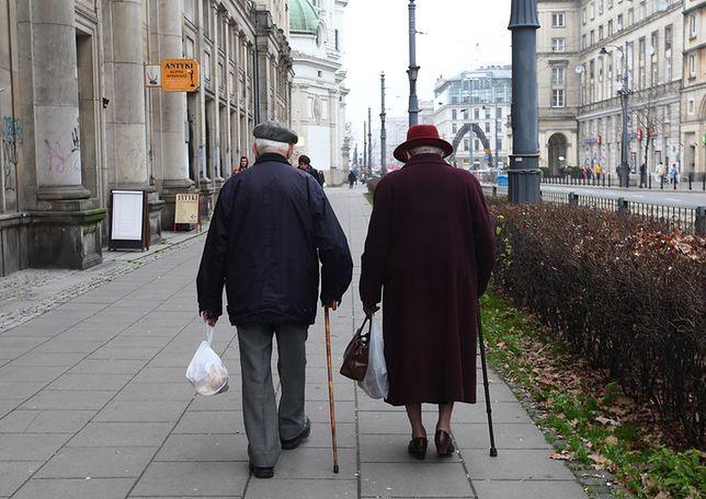 Mężczyźni dostają średnio o 800 zł emeryturę wyższą od kobiet