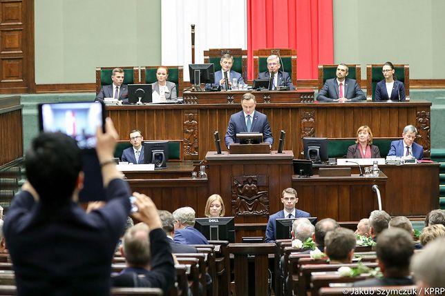 Andrzej Duda wykorzystał orędzie do autopromocji, uderzenia w opozycję i przypodobania się PiS