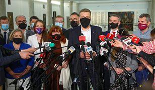 Lewica podczas konferencji prasowe 4 maja. Głosowanie za Funduszem Odbudowy zmienia układ sił na polskiej opozycji.