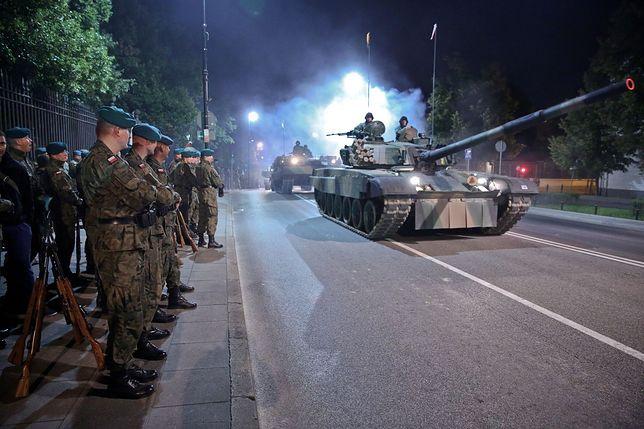 Święto Wojska Polskiego. Ulice wyłączone z ruchu, zmiany w komunikacji miejskiej