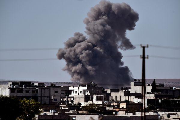 Dym unoszący się nad Kobane