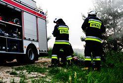 Warszawa. Pożar na Targówku. Płonie dach czteropiętrowego bloku