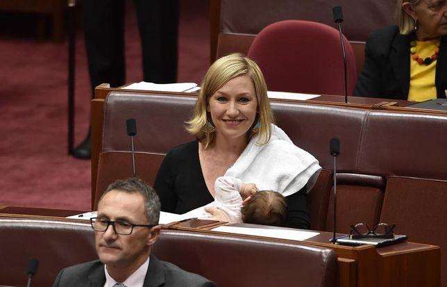 Pierwsza kobieta karmiąca piersią w parlamencie