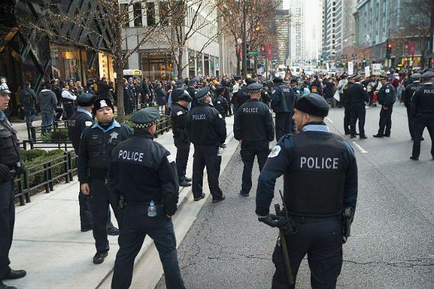 Policjanci w Chicago w czasie protestu przeciwko policyjnej brutalności