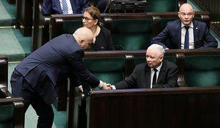 Brudziński zapewnia, że Jarosław Kaczyński trzyma PiS twardą ręką