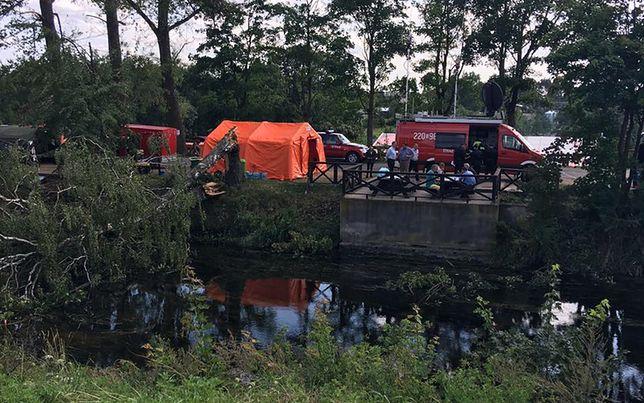 Rozstawiony w centrum Rytla namiot rządowego sztabu kryzysowego