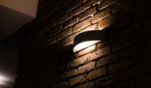 Plafon z kloszem daje rozproszone, subtelne światło