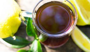 Zauważyłeś dziwny nalot w kubku z herbatą? Wiemy o czym świadczy