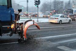 Warszawa. Śnieg w stolicy. Na mosty i wiadukty wyruszyły posypywarki