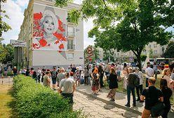 Warszawa. Mural Kory na Bielanach. Symboliczne odsłonięcie w urodziny