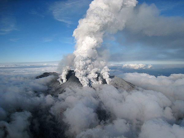 Z powodu trudnych warunków wstrzymano akcję ratowniczą po wybuchu wulkanu Ontake w Japonii