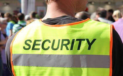 Co drugi ochroniarz pracował za minimalną krajową