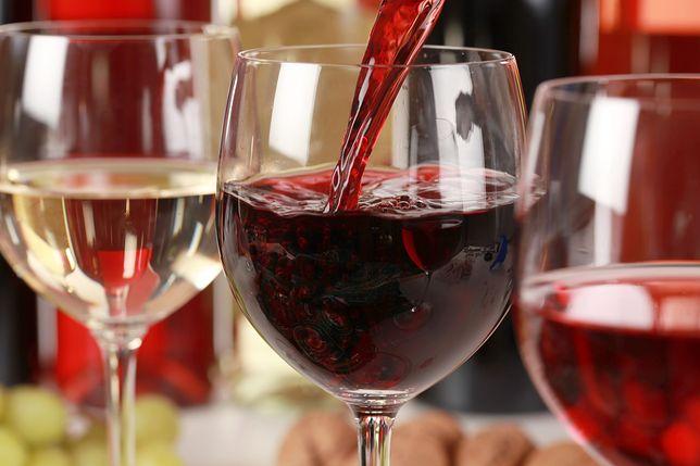 Wino to napój alkoholowy uzyskiwany w wyniku fermentacji świeżo wyciśniętego soku z winogron