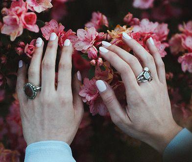 Spektakularna ozdoba dłoni. Pierścionki dla kobiet, które uwielbiają wyrazistość