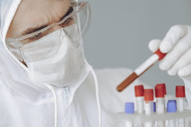 Ministerstwo Zdrowia podało zawyżoną liczbę testów. Resort mówi o błędzie w raportowaniu