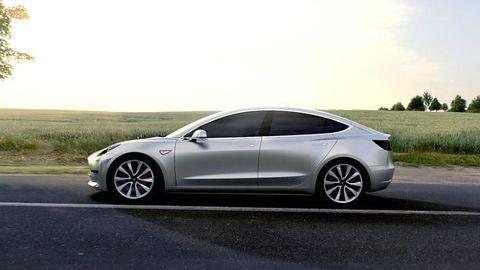 Stacje ładowania Supercharger będą płatne dla tańszej Tesli Model 3