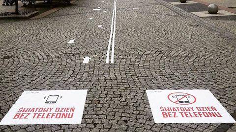 """Dzień Bez Telefonu Komórkowego: we Wrocławiu akcja """"Głowa do góry"""""""