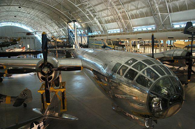 """""""Enola Gay""""- samolot, który w kilka chwil pozbawił życia dziesiątki tysięcy Japończyków. Teraz stoi spokojnie w Steven F. Udvar-Hazy Center."""