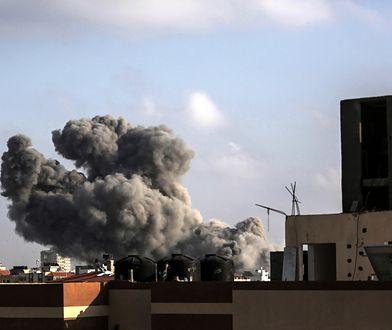 Dym nad centralną częścią Strefy Gazy po izraelskim nalocie