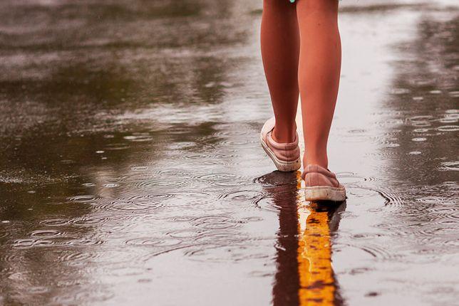 Sposoby na przemoknięte buty jesienią