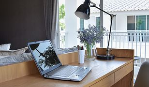 W domowym biurze aranżacja może być dostosowana do indywidualnych potrzeb