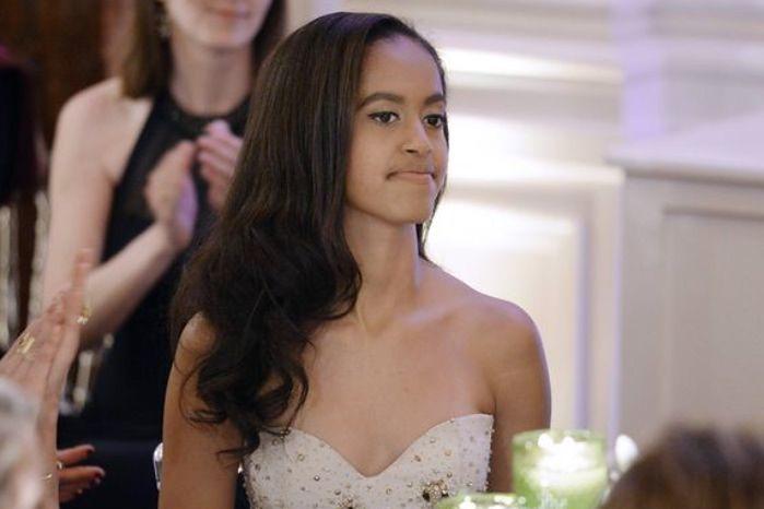 """Córka Baracka Obamy była stażystką na planie """"Dziewczyn"""". Jak sobie poradziła?"""