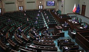 Koronawirus w Polsce. Sejm odłożył decyzję ws. głosowania korespondencyjnego.