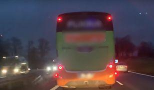 Policja bada sprawę blokowania lewego pasa na autostradzie A4 przez kierowcę autobusu.