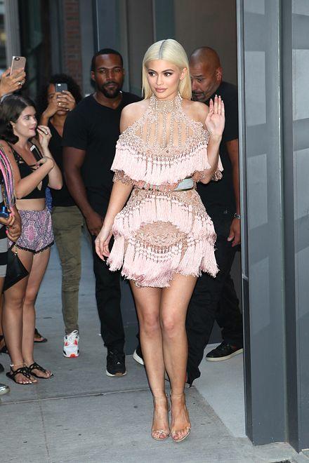 Kto ją tak ubrał?