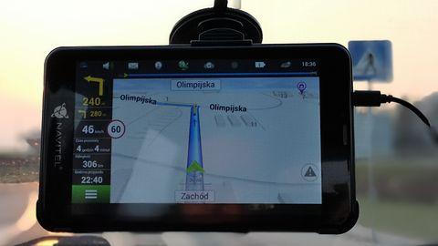 NAVITEL T757 – test tabletu, który stara się zastąpić nawigację GPS w samochodzie