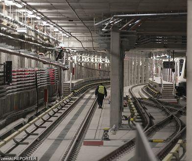 Dramatyczne sceny w warszawskim metrze. Pasażer uciekał tunelem, za nim biegła ochrona