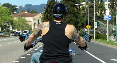 Motocykliści nagminnie łamią prawo - w korkach