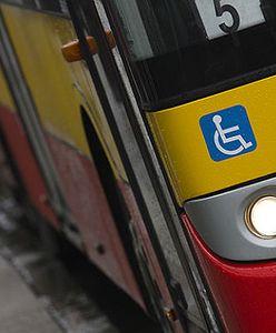 """Pasażerka nie pozwoliła niewidomej kobiecie usiąść obok siebie. Bała się """"choroby"""""""