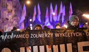 Marsz ku pamięci Żołnierzy Wyklętych. Policja usuwa z jezdni przeciwników