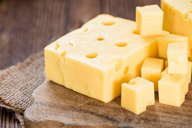 Jak odróżnić ser żółty od wyrobu seropodobnego w domu?