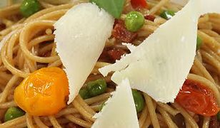 Spaghetti z boczkiem i zielonym groszkiem. Szybko i smacznie