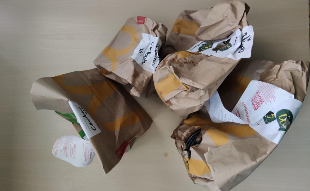 McDonald's walczy z plastikiem, ale wysyła mi mnóstwo zbędnego papieru. Firma mówi, że chodzi o temperaturę
