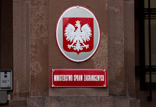 Polska ambasada w Mińsku naga