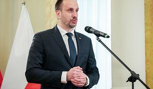 Janusz Kowalski zmienił zdanie w sprawie szczepień przeciwko COVID-19