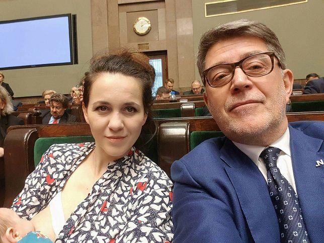 Taki widok w polskim Sejmie to rzadkość.