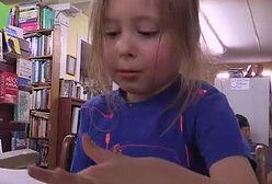Ma pięć lat. Zna kilka języków i rozwiązuje skomplikowane zadania matematyczne