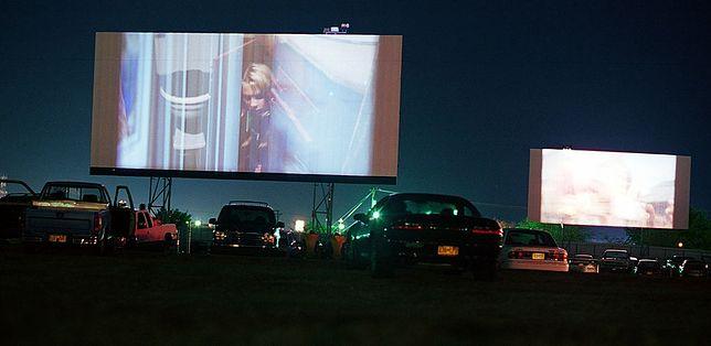 Odmrażanie gospodarki. Kino samochodowe na dachu Arkad. Trzeba poczekać na decyzjęrządu