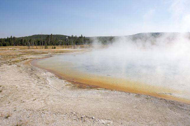 Przebywanie w pobliżu gorących źródeł może skończyć się poparzeniami