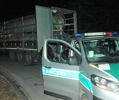 Odkrycie w ciężarówce. Kierowców zaniepokoiły odgłosy