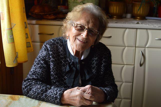 """""""Znam wojnę, sieroctwo i biedę"""". 88-latka oddaje niepełnosprawnym każdy grosz"""